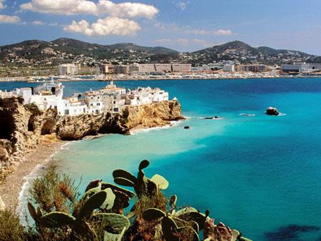 葡萄牙,全名葡萄牙共和国,是欧洲伊比利亚半岛西部的一个国家,濒临