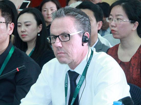 """""""2015中国绿公司年会""""于4月20-22日在沈阳召开。上图为德勤战略发展主管合伙人Ralf Schlaepfer。(图片来源:新浪财经 刘海伟 摄)"""