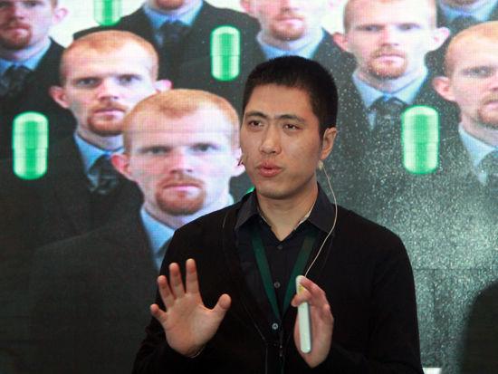 """""""2015中国绿公司年会""""于4月20-22日在沈阳召开。上图为华大基因CEO王俊。(图片来源:新浪财经 刘海伟 摄)"""
