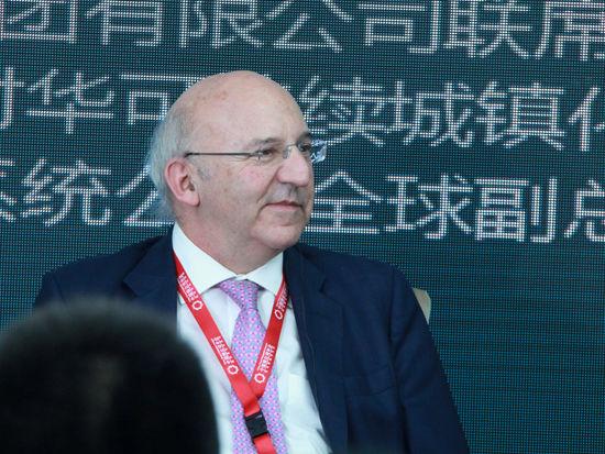 """""""2015中国绿公司年会""""于4月20日在沈阳举行。上图为英国对华可持续城镇化事务特使Michael Bear。(图片来源:新浪财经 刘海伟 摄)"""